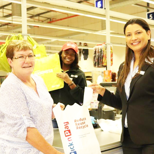 Pick n Pay donates to RNF